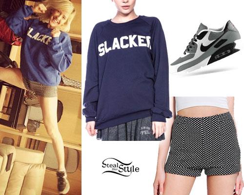Ellie Goulding: Slacker Sweatshirt, Dot Shorts