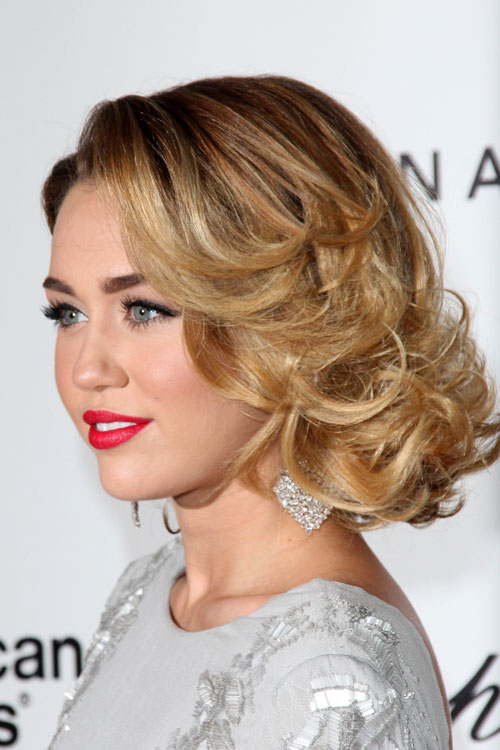 miley cyrus curly honey blonde choppy layers hairstyle