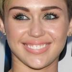 miley-cyrus-makeup-2013-08-08