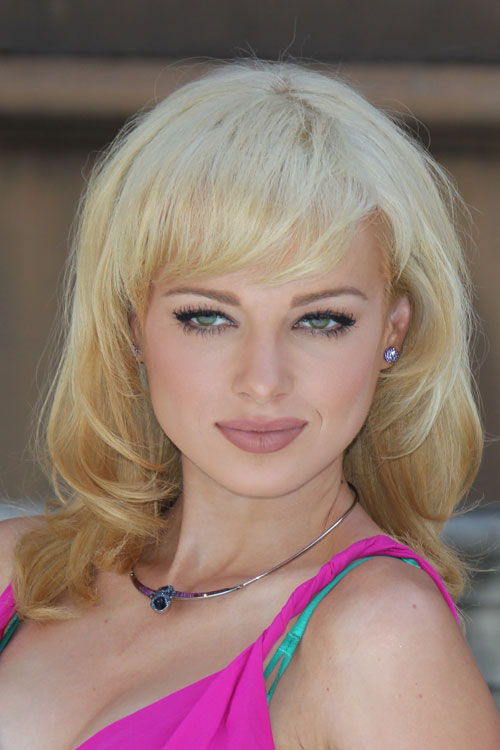 Ashley Rickards Hairstyles Amp Hair Colors Steal Her Style