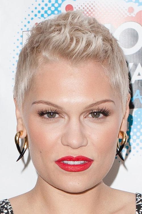 Jessie J Wavy Platinum Blonde Hairstyle Steal Her Style