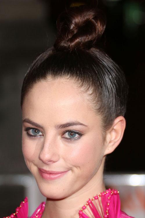 Kaya Scodelario S Hairstyles Amp Hair Colors Steal Her Style