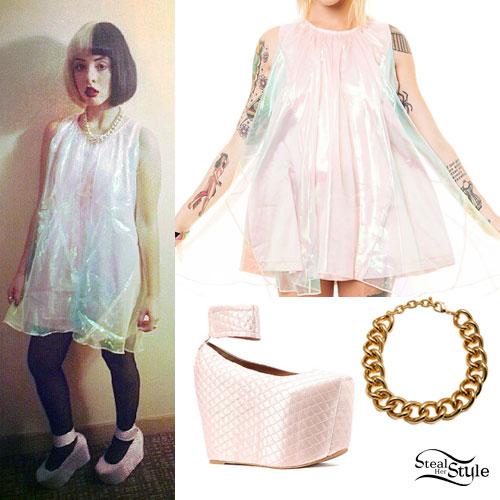 Melanie Martinez: Pastel Rainbow Dress