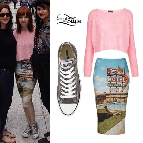 Carly Rae Jepsen: Pink Sweater, Gray Converse