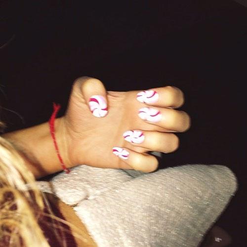 Ariana Grandes Nail Polish Nail Art Steal Her Style
