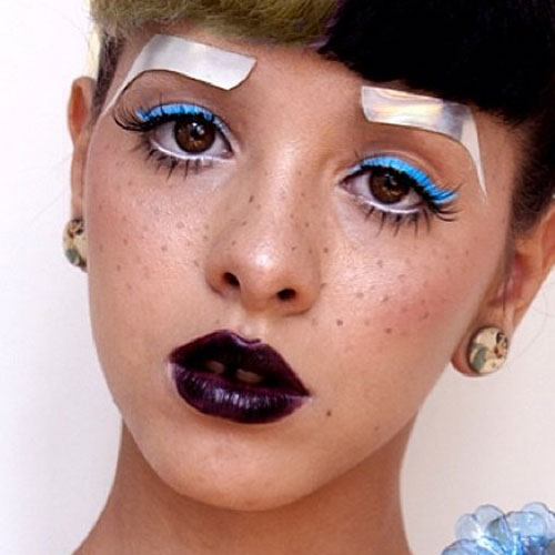 Melanie Martinez Makeup: Blue Eyeshadow Eyeshadow u0026 Wine Lipstick ...