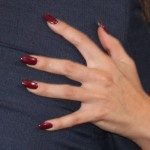 selena-gomez-red-oval-nails