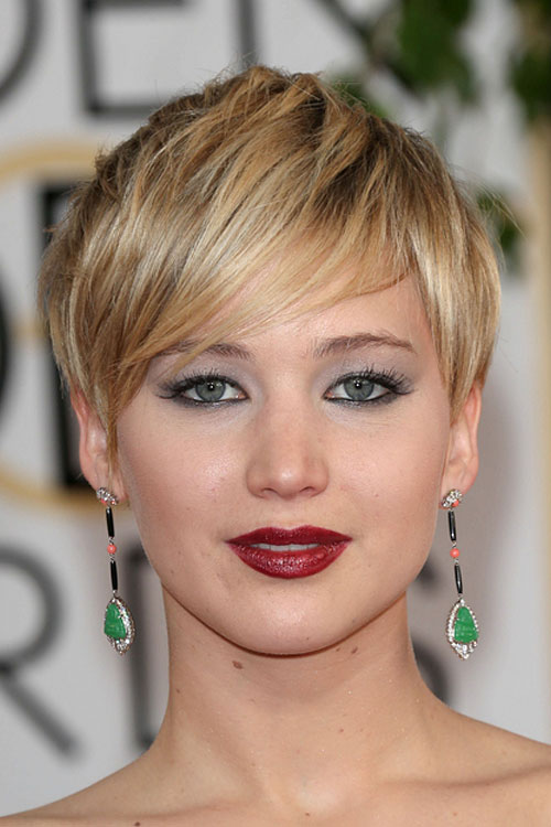 Jennifer Lawrence's short blonde hair on the red carpet at the 71st ...