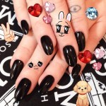 miley-cyrus-nails-round-black