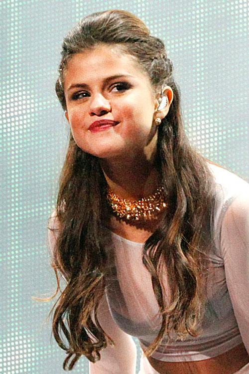 Selena Gomez S Hairstyles Amp Hair Colors Steal Her Style