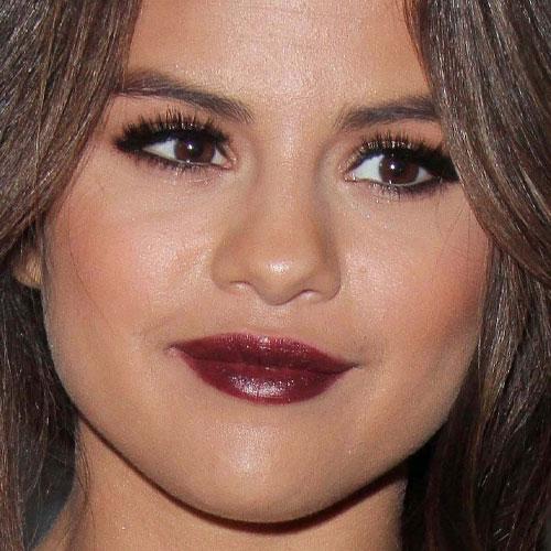 Selena Gomez Makeup: Gold Eyeshadow & Burgundy Lipstick   Steal Her ...