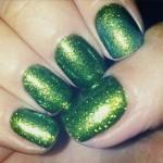 una-healy-nails-green-glitter