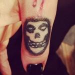 ash-costello-misfits-skull-thumb-tattoo