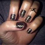 katy-perry-nails-gold-leopard
