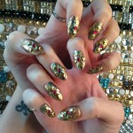 katy-perry-nails-gold-studs