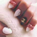 madison-beer-nails-bow-charms