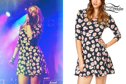 Rydel Lynch: Daisy Print Dress