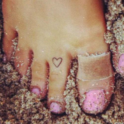 Ariana grande heart toe tattoo steal her style for Tattooed heart ariana grande