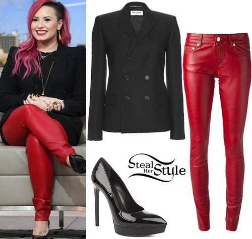 Demi Lovato at The Social  studios - photo: demilovato.com.br