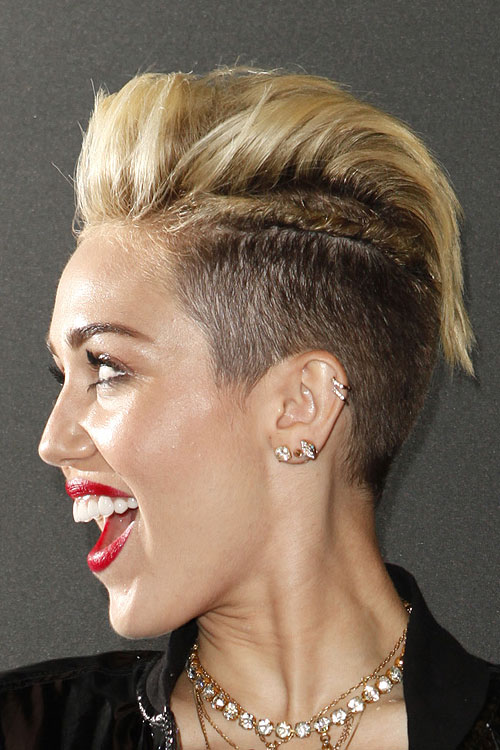 miley cyrus straight golden blonde pompadour twists two. Black Bedroom Furniture Sets. Home Design Ideas