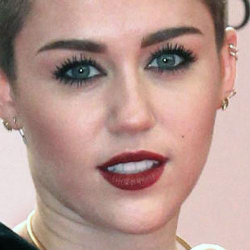 miley cyrus makeup black eyeshadow amp burgundy lipstick