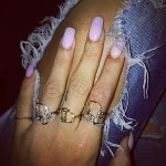 rihanna-nails-light-pink