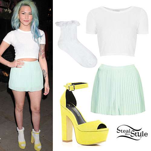Asami Zdrenka: Mint Green Pleated Shorts Outfit