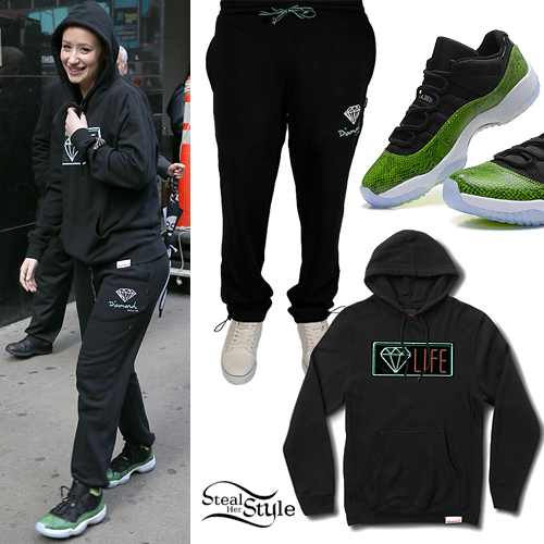 Iggy Azalea: Diamond Sweats, Snakeskin Sneakers
