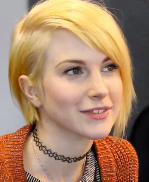 Hayley Williams Straight Golden Blonde Bob Side Part