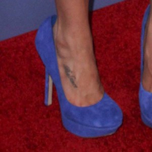 Celebrity foot tattoos steal her style for Phoebe tonkin tattoo
