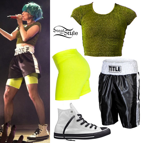 Hayley Williams: Monumentour Outfit