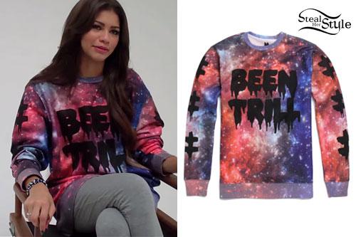 Zendaya: Galaxy Print Sweatshirt