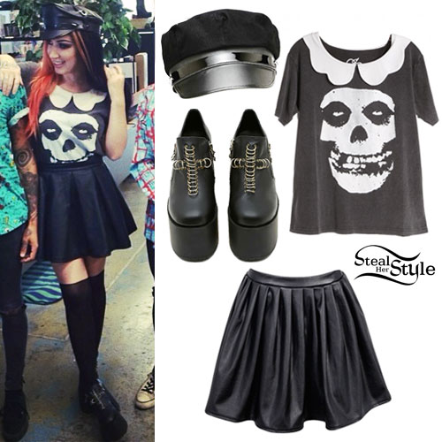 Ash Costello: Misfits Skull Collar Tee Outfit