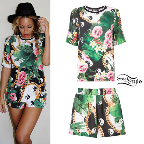Beyoncé: Leaf and Chain Print T-Shirt & Shorts