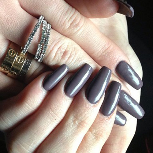 Kylie-jenner-nails-dark-gray