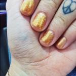christina-perri-nails-gold-glitter3