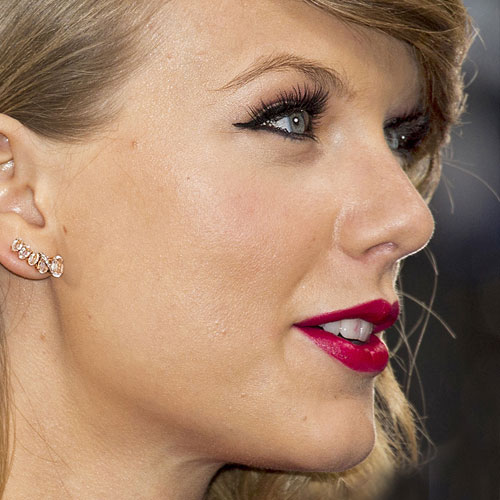 Taylor swift eye makeup red