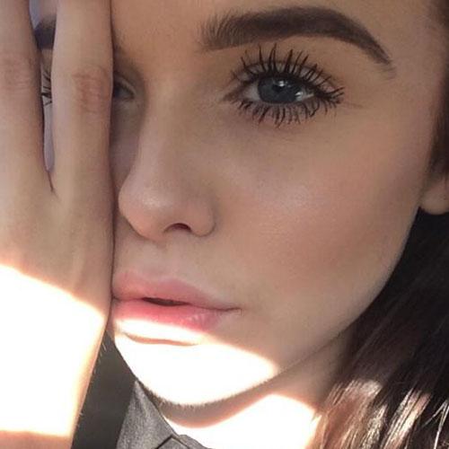 Acacia Brinley Clark Makeup: Nude Eyeshadow & Pale Pink