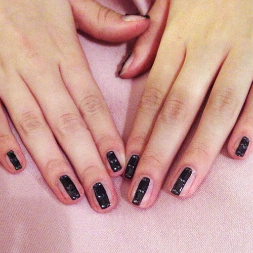 Bella Thorne S Nail Polish Amp Nail Art Steal Her Style