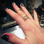 ellie-goulding-nails-gold-foil