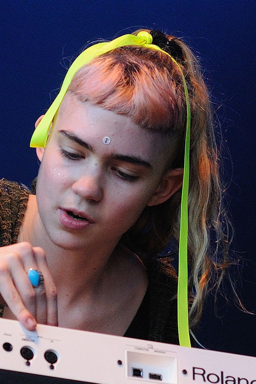 Grimes Hairstyles Amp Hair Colors Steal Her Style