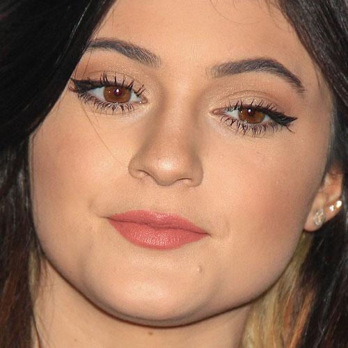 Kylie Jenner Makeup Black Eyeshadow Nude Eyeshadow