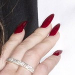 lana-del-rey-nails-burgundy