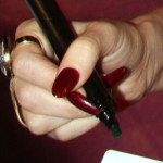 lana-del-rey-nails-burgundy-2