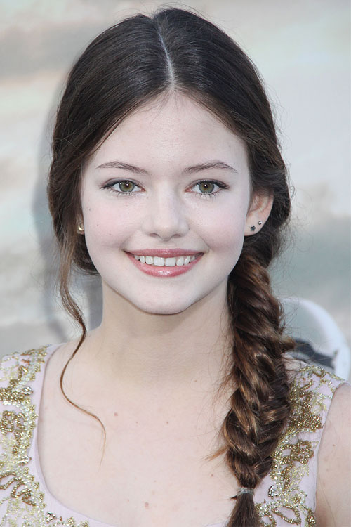Mackenzie Foy S Hairstyles Amp Hair Colors Steal Her Style
