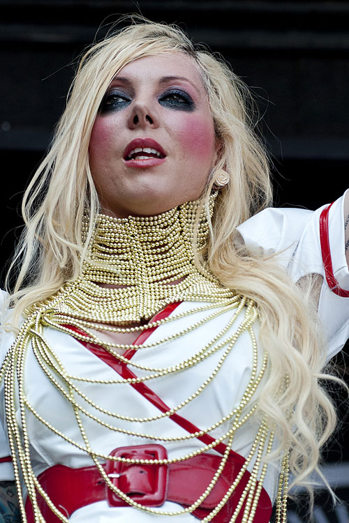 Maria Brink S Hairstyles Amp Hair Colors Steal Her Style