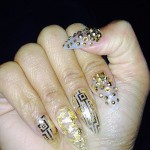 nicki-minaj-nails-gold-foil