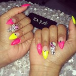 nicki-minaj-nails-yellow-pink