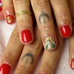 zoe-kravitz-moon-knuckle-tattoo