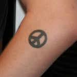 alexis-neiers-peace-sign-tattoo